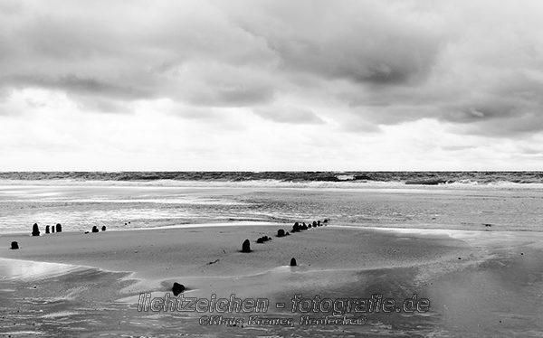 Impressionen > Strand Sylt > Schwarzweiß > StrandStille #02