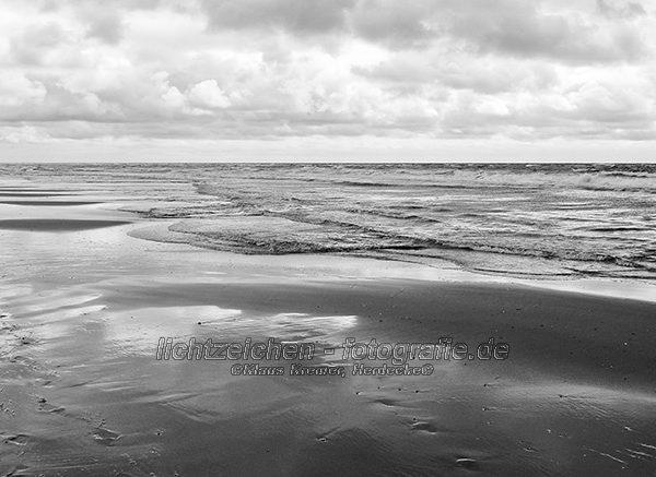 Impressionen > Strand Sylt > Schwarzweiß > StrandStille #03
